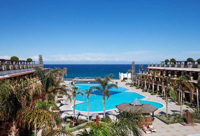 cratos_bil_reception_norra_cypern_magasinet_north_pool