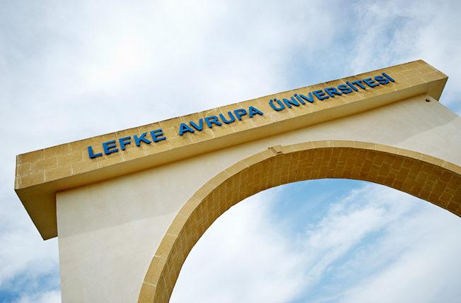 Cyprus_lefke_universitet_norra_cypern_skylt