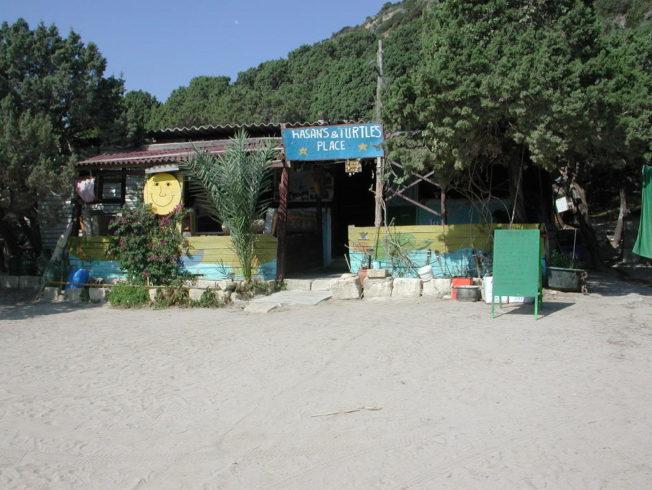 Hassan_turtel_beach_utsikt_stuga_dag_bat_boat_battur_norra_cypern_north_cyprus_