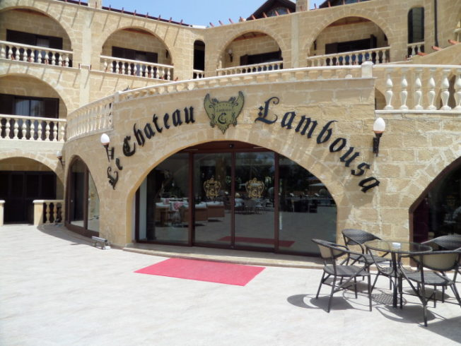 Chateau_Lambusa_rumsdorr_hotell_norra_cypern_north_cyprus_terrass