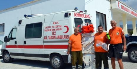 tatlisu-ambulance-crew-meet-bob-norra-cypern_