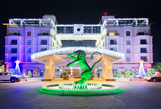 PET-north-cyprus-2014-cratos-casino-julbelysning-jul-night