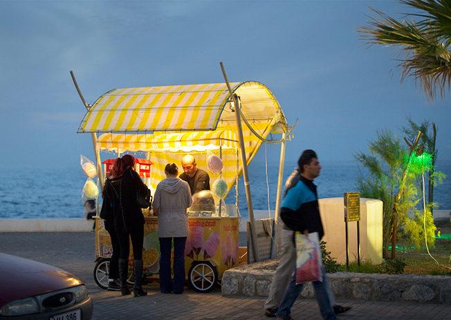 PET_north-cyprus-2014-stand-seller-girne-harbour-kyrenia-night-light