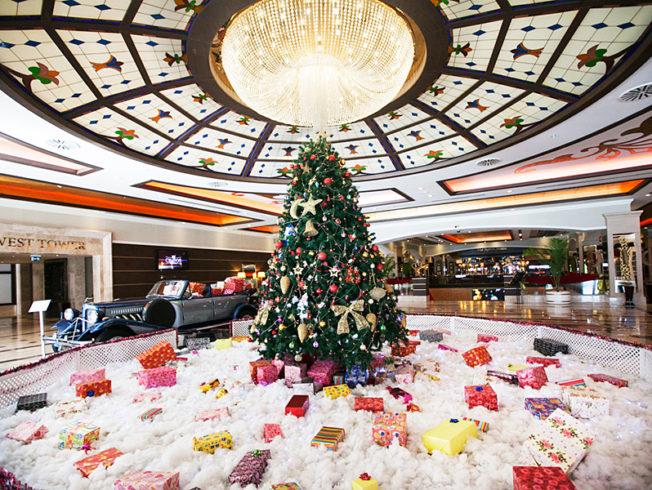 north-cyprus-cratos-hotel-casino-christmas-decorations-tree