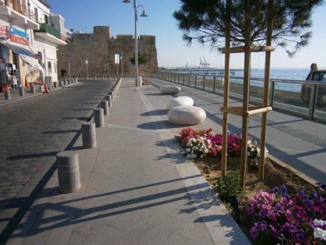 creating-seating-Piale-Pasha-Larnaca-board-walk-sea-front