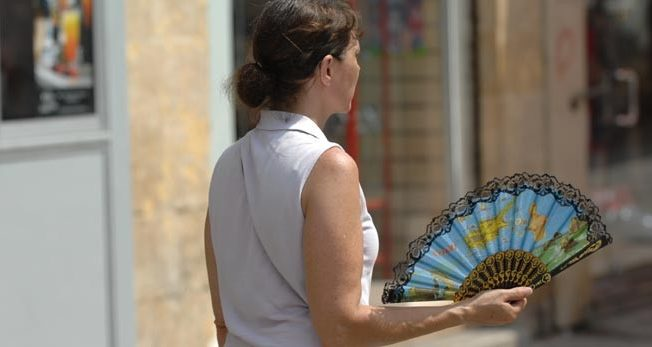 hot-weather-woman-with-sun-feather