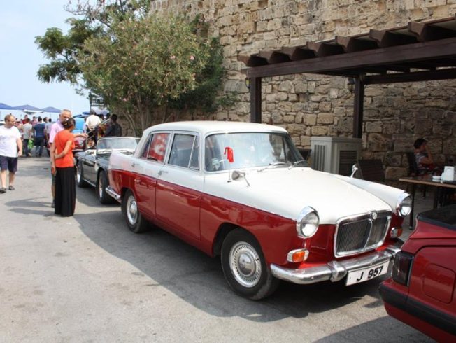 Classic-cars-on-show-kyrenia-harbour