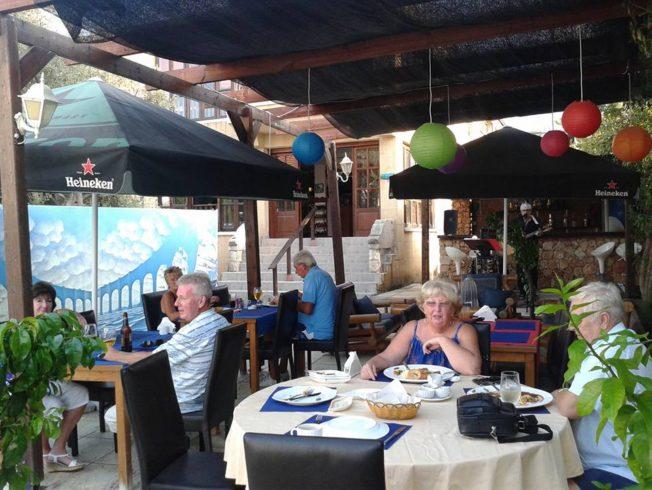 Macaron-Restaurant-Bar-in-Alsancak