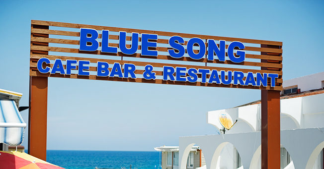 blue-song-restaurant-sea