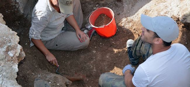 Ancient-burial-site-found-near-Lapta-diggers