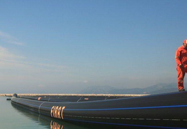 Pipeline-pumps-first-water-to-north-Cyprus-from-Turkey