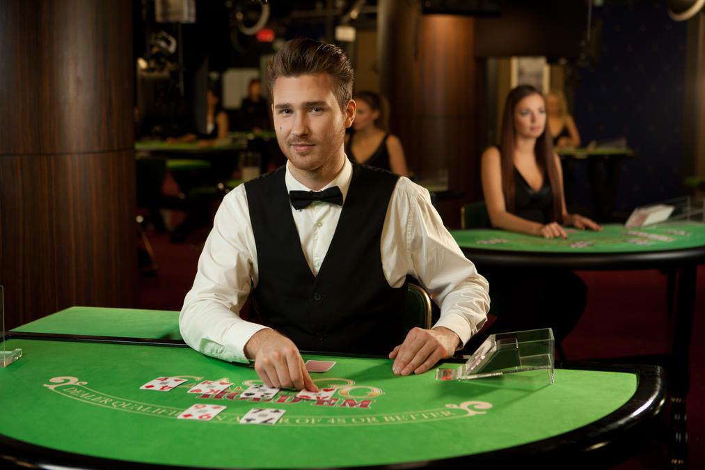 как стать дилером в казино