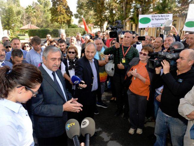 mustafa-akinci-with-GMOs-Cyprus-solution