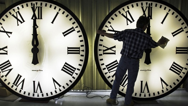 time-change-TRNC-and-Turkey-clocks