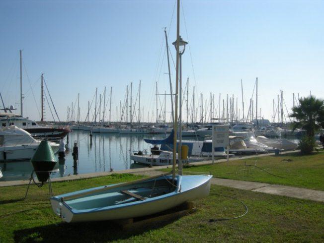 larnaca-marina-boats
