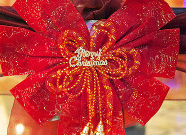 north-cyprus-2015-red-ribbon-christmas-cratos-hotel