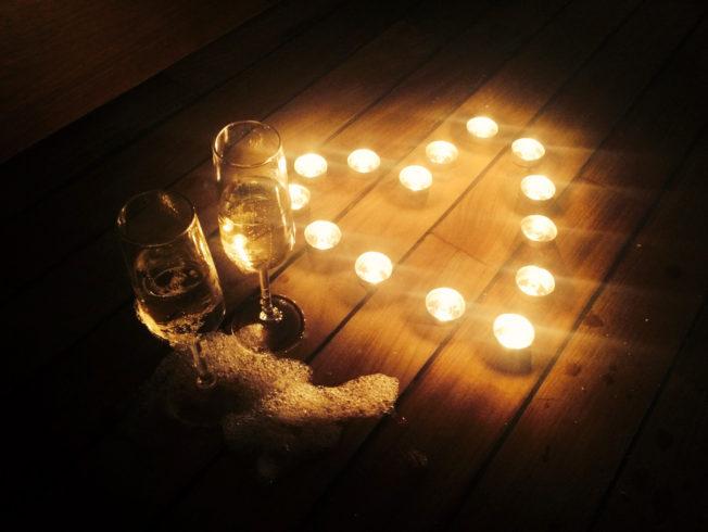 Candles lights like a heart