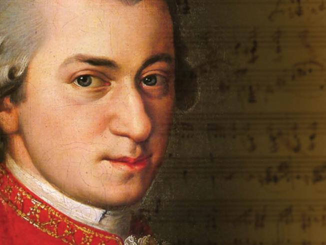 Presidential Symphony Orchestra plays Mozart