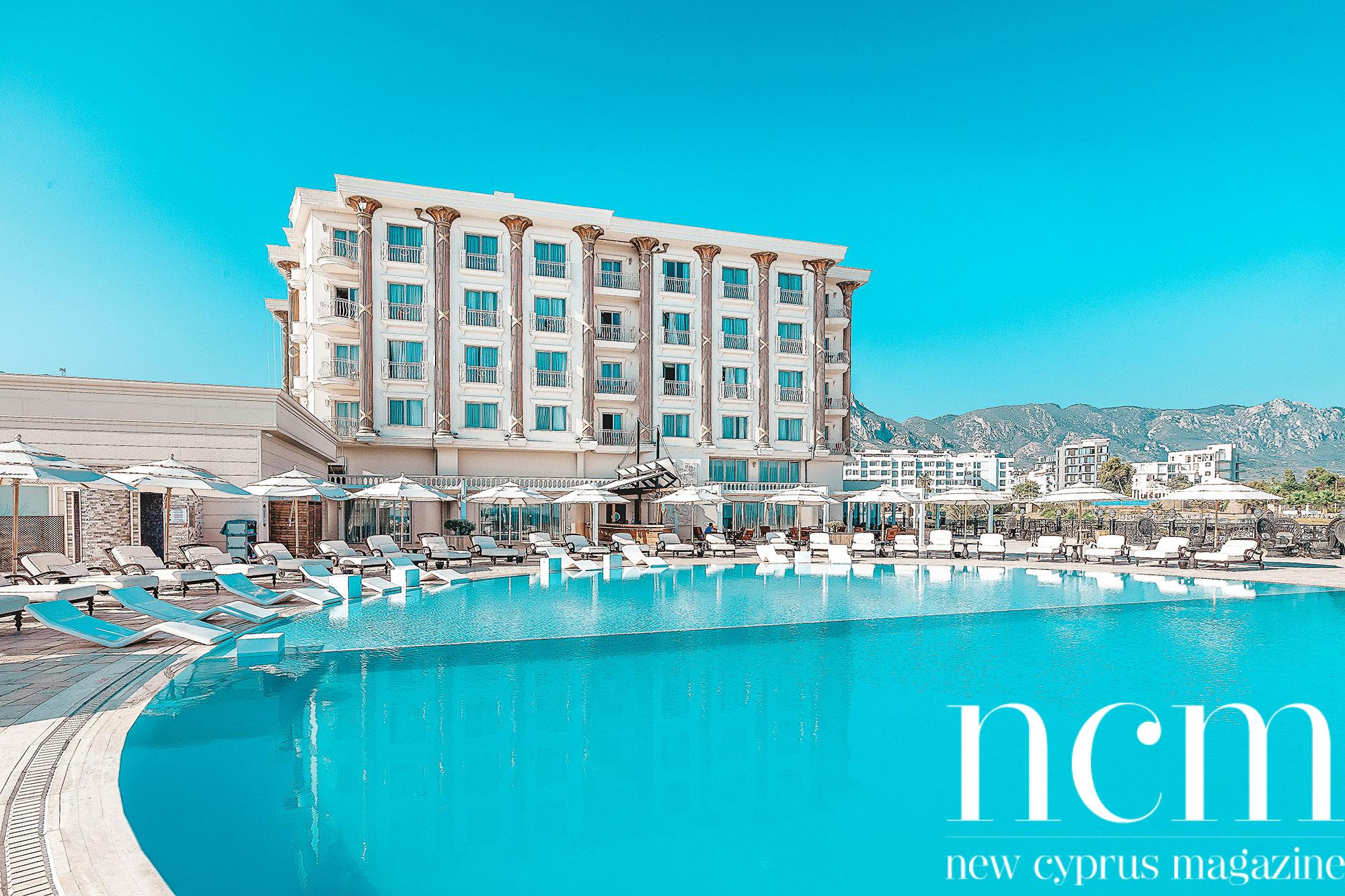 Les Ambassadeurs Hotel Pool area